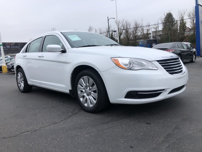 2014 CHRYSLER 200 Low Kms, Locally Driven, Fuel Efficient, Clean