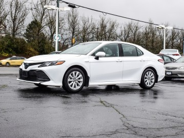 2019 TOYOTA CAMRY Hybrid Drive, One Owner, No Accidents, Bluetooth